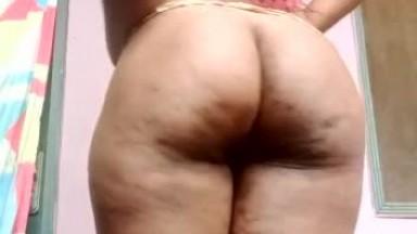 Ghana girl showing her body for money
